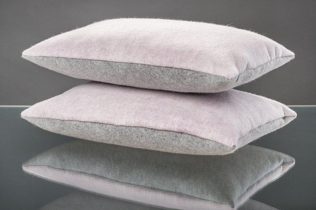 kissen 39 wei grau 39 feltdsign. Black Bedroom Furniture Sets. Home Design Ideas